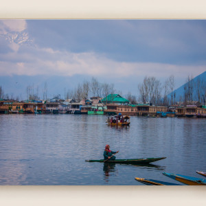 Dal Lake Srinagar mountains